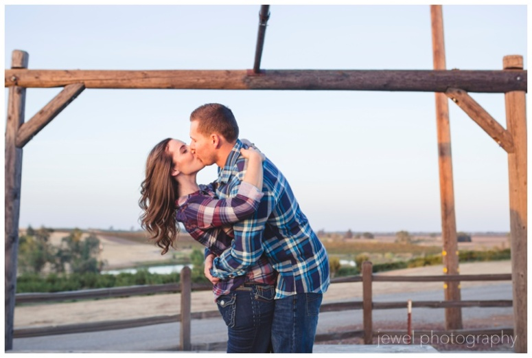 wedding-vineyard-windmill-engagement_0278