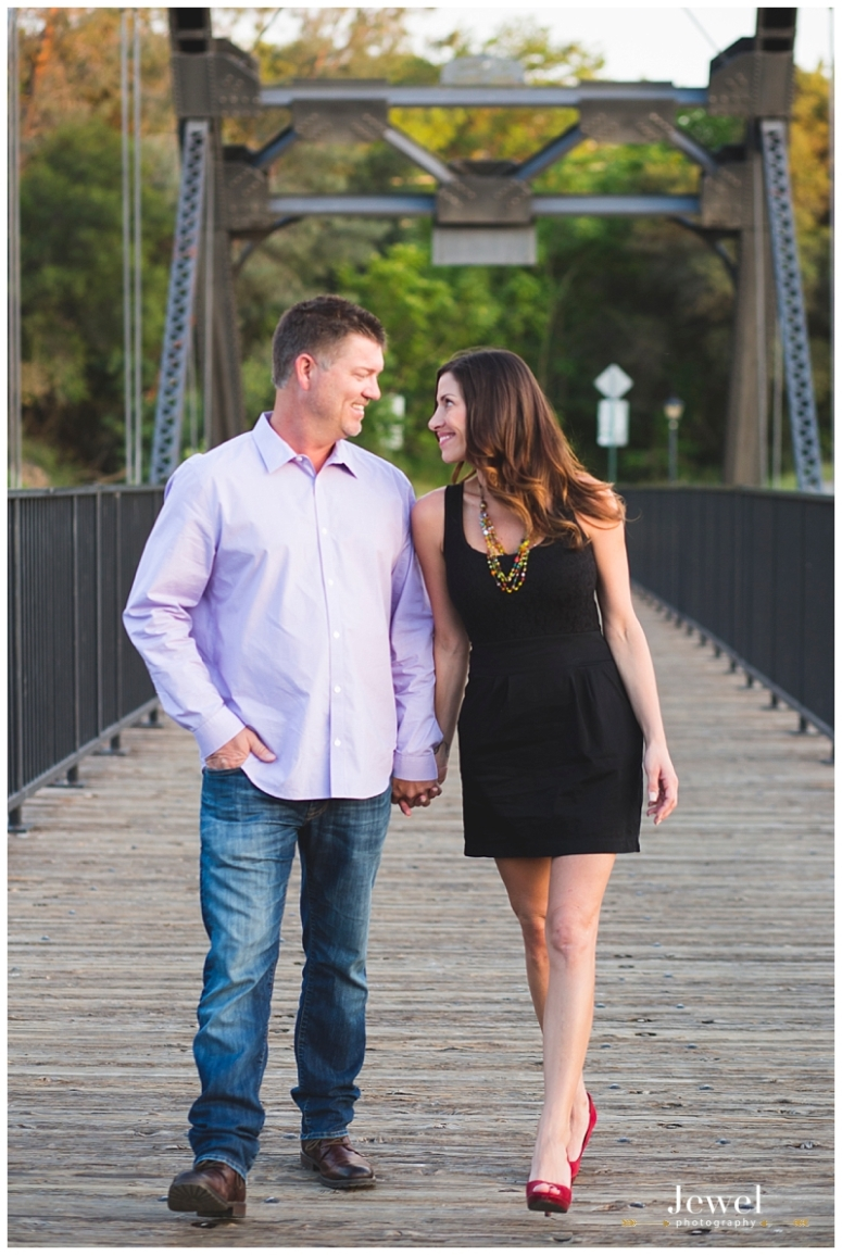 engagement-couple-historic-bridge_0630