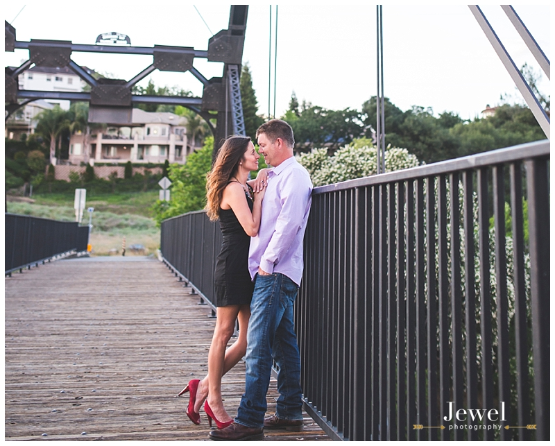 engagement-couple-historic-bridge_0636
